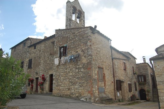 Borgo Lecchi B&B : Church in town