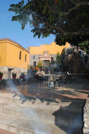 Hotel Real de Minas: Patio del hotel, lindas instalaciones