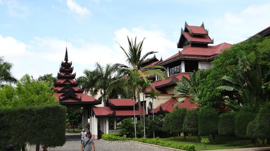 Amazing Bagan Resort: Hotel building