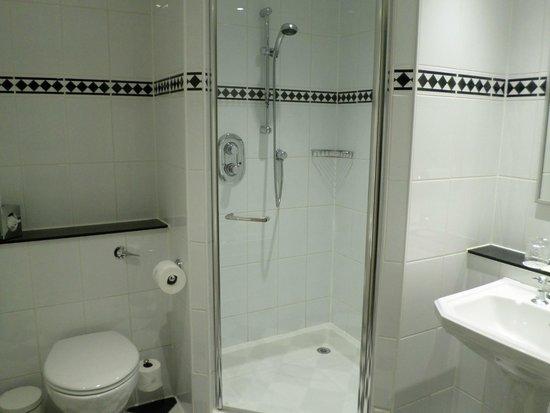 Macdonald Randolph Hotel: Sparking clear bath room