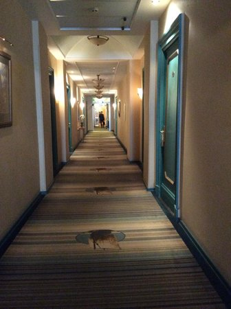 Budapest Hotel : Hallway, with Peter the Great's sailing ship in the carpet