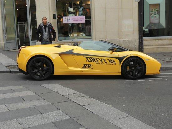 Champs-Elysees: Carros para aluguel