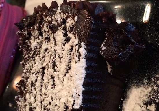 La Famiglia: Chocolate cake.... Good.... Not fabulous.