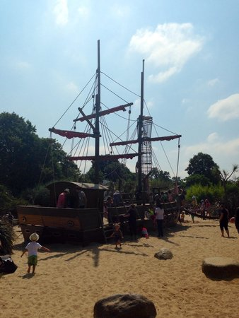 Diana Princess of Wales Memorial Playground: Fun ship for kids