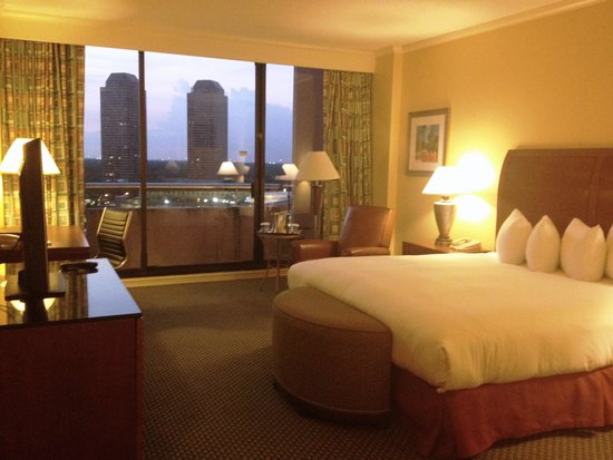 Hilton Houston Post Oak by the Galleria: 14th floor, king bed