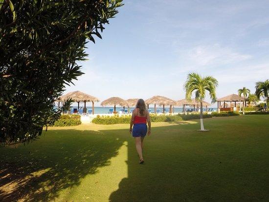 Christopher Columbus Condos : Heading to the beach