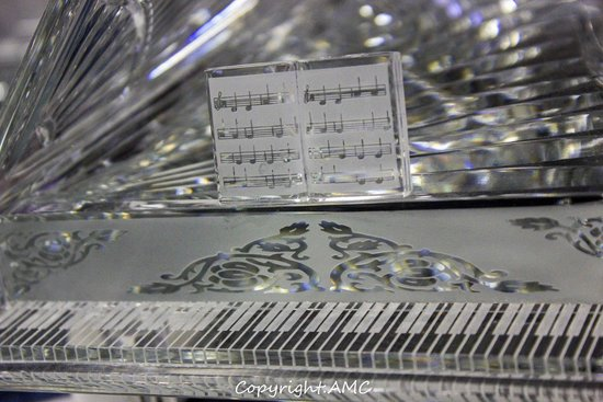 Waterford Crystal: the perfect detail on the piano
