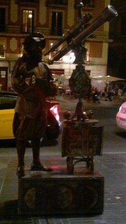Las Ramblas : Uma das atrações da avenida - estátuas vivas!
