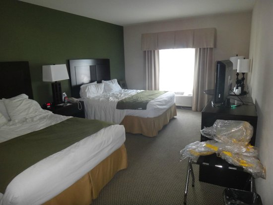 The Holiday Inn Express & Suites Marathon : La habitacion