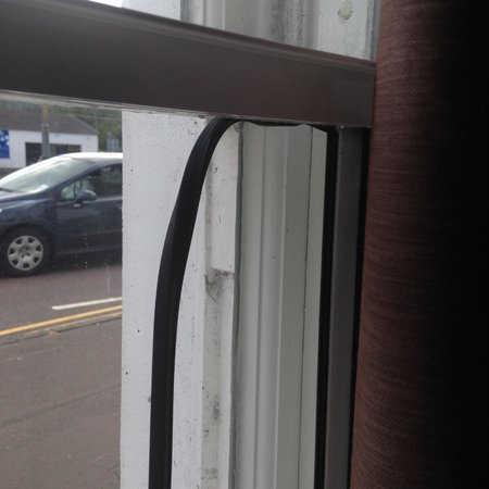 Dreadnought Hotel : broken window glazing