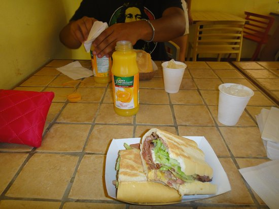 Pan Deli : Cubano without pepinillo is not a real cubano