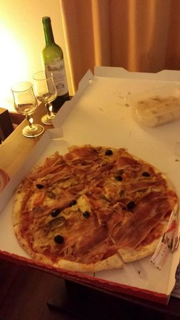 Take-away Carrettino pizza back at the hotel!