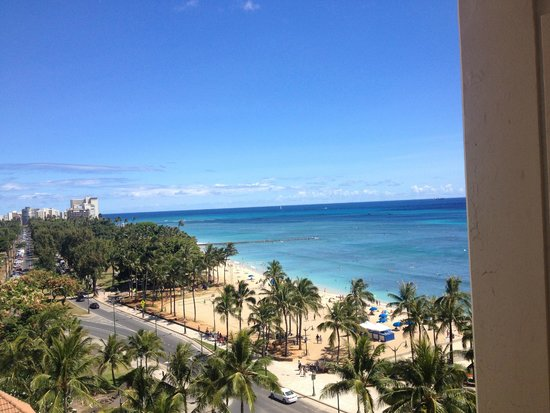 Aston Waikiki Beach Hotel : Taken directly from our balcony, no zoom needed!