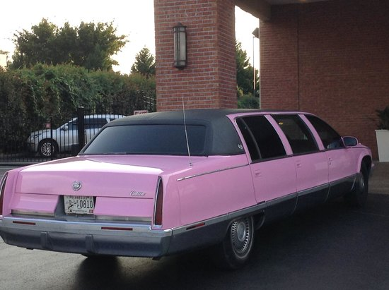 Marlowes Ribs and Restaurant: Pink limo