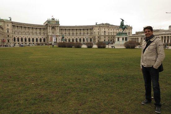 Vista do Neue Burg - Heldnplatz