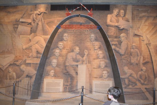 Jefferson National Expansion Memorial Park : Mural of the builders of the Arch