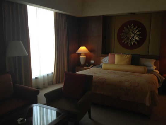 Shangri-La Hotel, Chiang Mai: With living room area