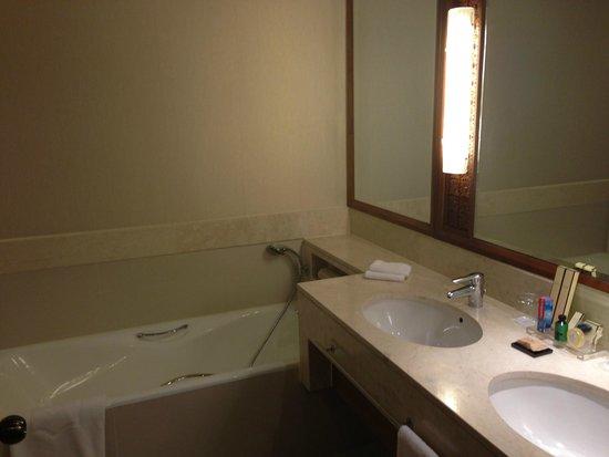 Shangri-La Hotel, Chiang Mai: Bath