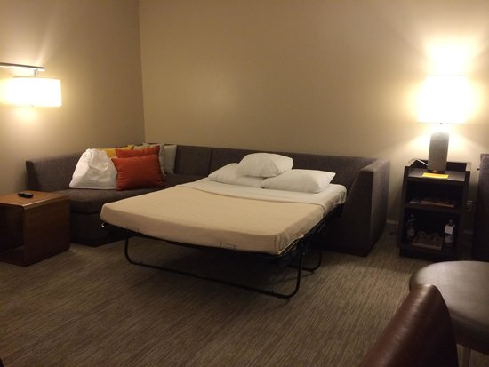 Hyatt Centric Chicago Magnificent Mile: Executive suite - sofa bed turned into a double bed (living room area)