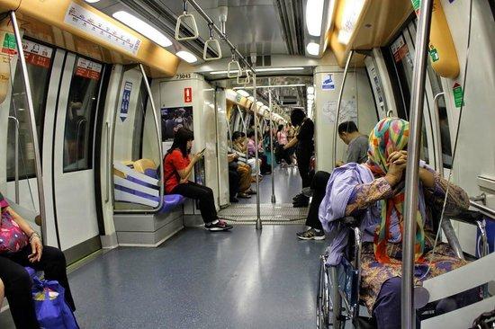 Hotel Clover 5 HongKong Street: Clean efficient MRT