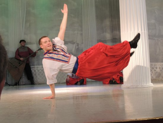 Feel yourself Russian: Energetic dancing in the second half