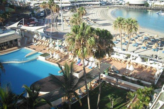HOVIMA La Pinta Beachfront Family Hotel: vista do apartamento piscina e praia