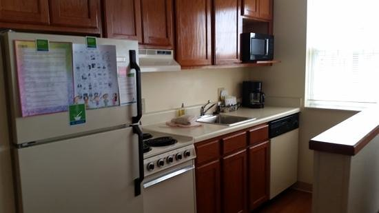 Towneplace Suites Detroit Livonia: kitchen, cute, and convient, got great use out of it complete with pots, pans and dishes