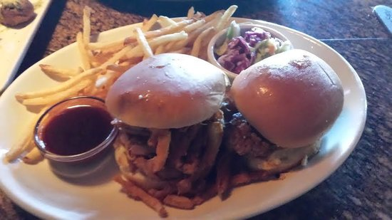 BJ's Restaurant and Brewhouse: BJ's Pulled Pork Lunch