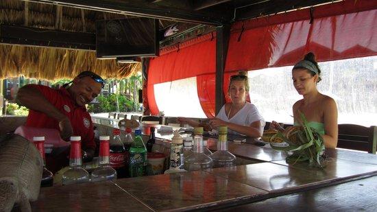 X'tan Ha Resort: Yummy meals at the bar