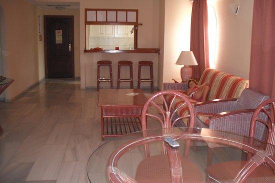 HOVIMA La Pinta Beachfront Family Hotel: sala