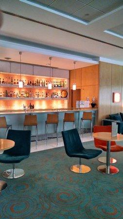 SANA Malhoa Hotel: Bar.