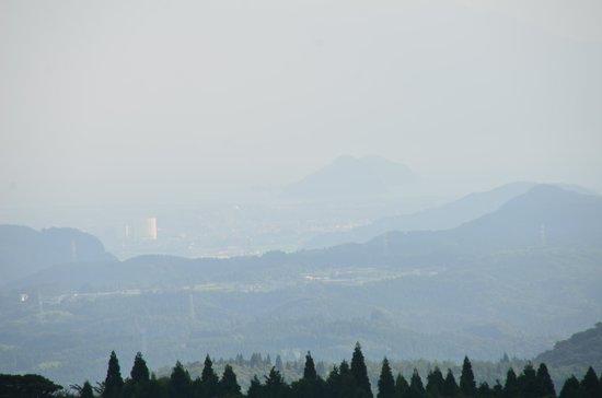 Kirishima Kokusai Hotel: 遠くに見える桜島