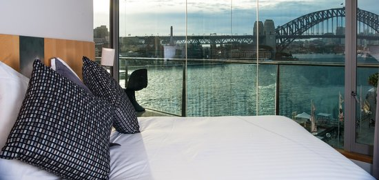 Pullman Quay Grand Sydney Harbour: One bedroom Harbour view suite