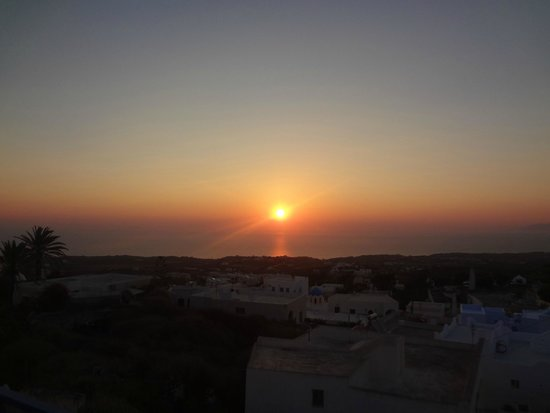 Kykladonisia Hotel and Hostel: The sunrise from the rooftop of our building