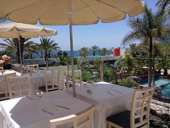 "Hotel R2 Pajara Beach Hotel & Spa : terrasse resto ""tout compris"""