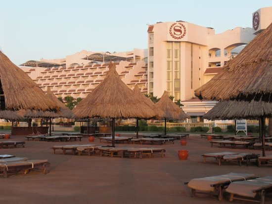 Sheraton Sharm Hotel, Resort, Villas & Spa: View of Hotel from the beach