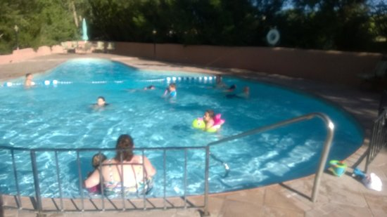Rancho Jacona: Enjoying the Pool