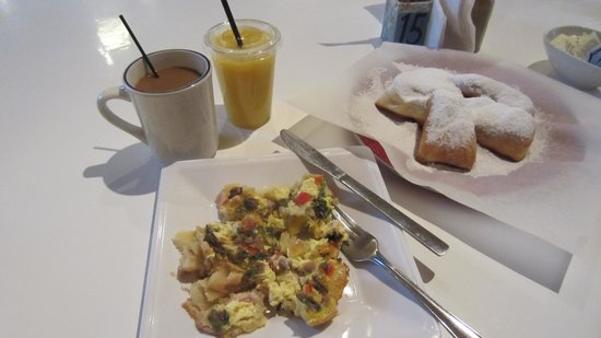 Artisan Foods Bakery and Cafe: breakfast at Artisan Foods Bakery & Cafe