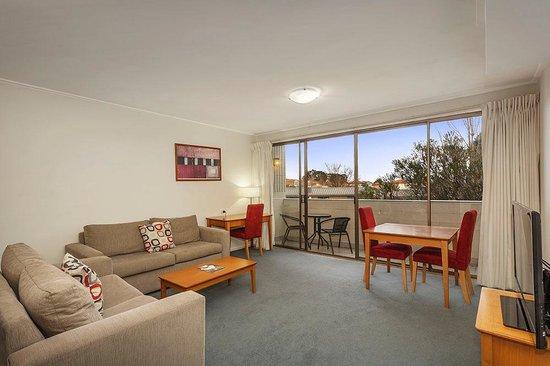 Quality Inn & Suites Knox: One Bedroom Lounge