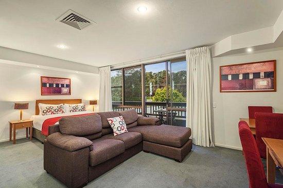 Quality Inn & Suites Knox: Spa Suite Lounge
