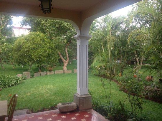 Hotel Casa de Santiago : garden in the back