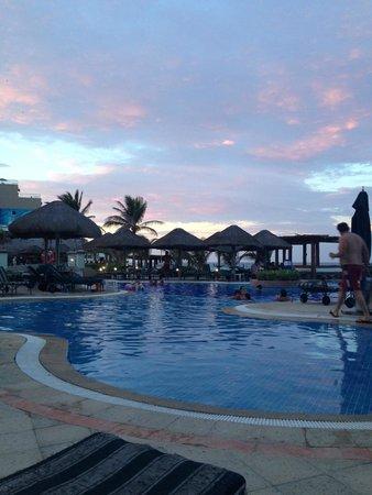 JW Marriott Cancun Resort & Spa: Pool area at sunset