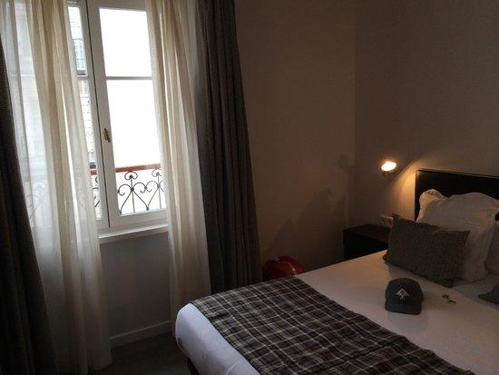 Hotel Pulitzer: Chambre et fenêtre