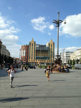 Radisson Blu Astrid Hotel, Antwerp : This is a view of the hotel from the square.
