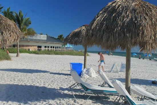 The Naples Beach Hotel & Golf Club: Pria maravilhosa.