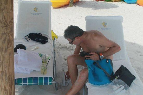 The Naples Beach Hotel & Golf Club: Eduardo na praia.