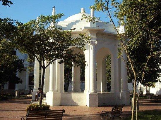 Parque de Los Novios: tempelte para las retretas