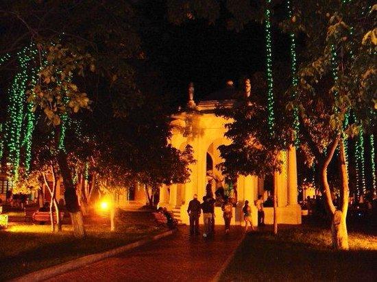 Parque de Los Novios: vida nocturna