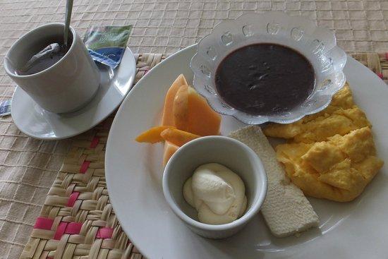 Hotel Jaguar Inn Santa Elena: breakfast typical from guatemala at the hotel