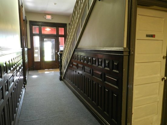 Gorge View: hallway